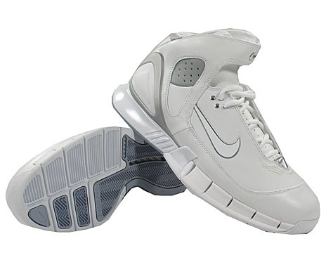 Kobe Bryant basketball shoes picture: Nike Air Zoom Huarache 2K5 white and