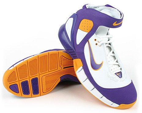 Kobe Bryant basketball shoes picture: Nike Air Zoom Huarache 2K5 Lakers,  white, blue