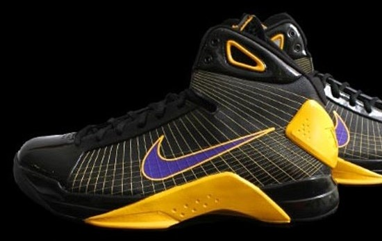 Kobe Bryant basketball shoes pictures: Nike Hyperdunk Kobe Bryant PE Lakers