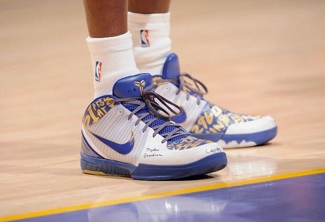 Kobe Bryant basketball shoes pictures: Nike Zoom Kobe IV 4 61 Points 2009  NBA Finals
