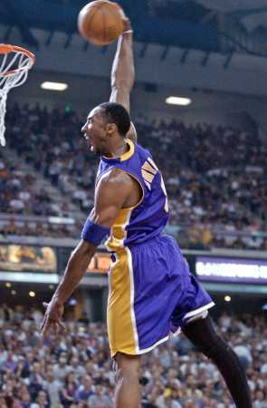 Lakers Universe - P icture Los Angeles Lakers vs. Sacramento Kings. NBA Playoffs 2002